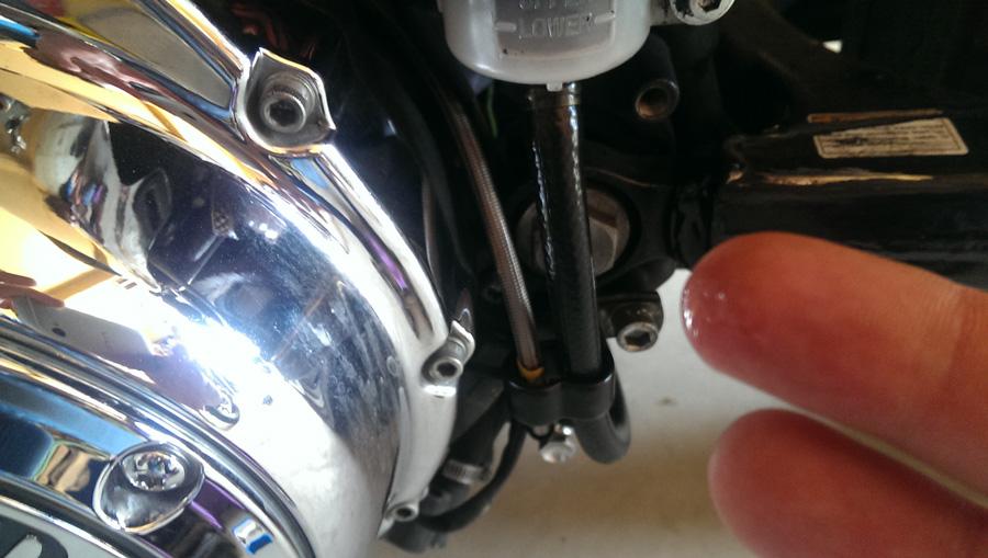 IMAG0899-fuite-liquide-frein-AR-900-509