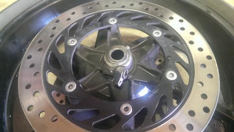 changement-pneumatique-moto-IMAG0723