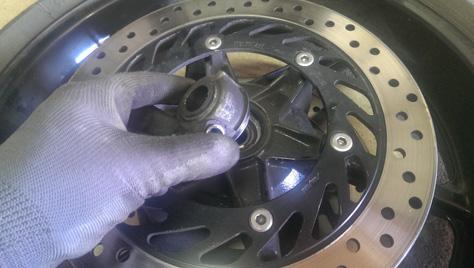 changement-pneumatique-moto-IMAG0724