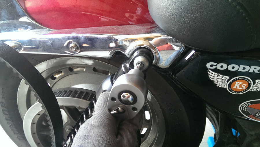 remplacement-courroie-transmission-harley-2-IMAG0728